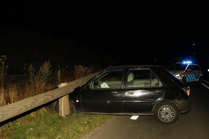 De auto bij Haps van de man die na het ongeluk wegliep.