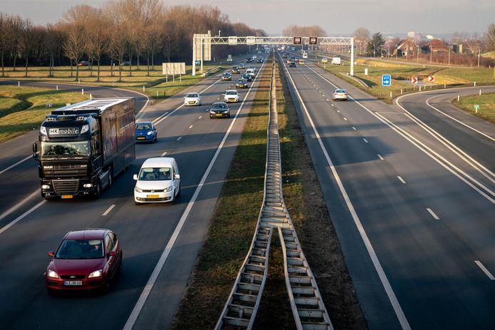 De A325 tussen Nijmegen en Arnhem.