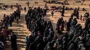 """Belgische IS-vrouw, geëvacueerd uit laatste bolwerk, belooft te blijven strijden: """"België heeft onze kinderen vermoord"""""""