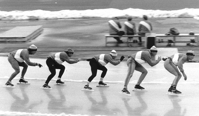 Yvonne van Gennip en Ria Visser (2de en 3de van links) tijdens de Winterspelen van 1984. In 1985 verdwenen van hen urinestalen, nadat ze erg goed presteerden op het EK. Beeld ANP