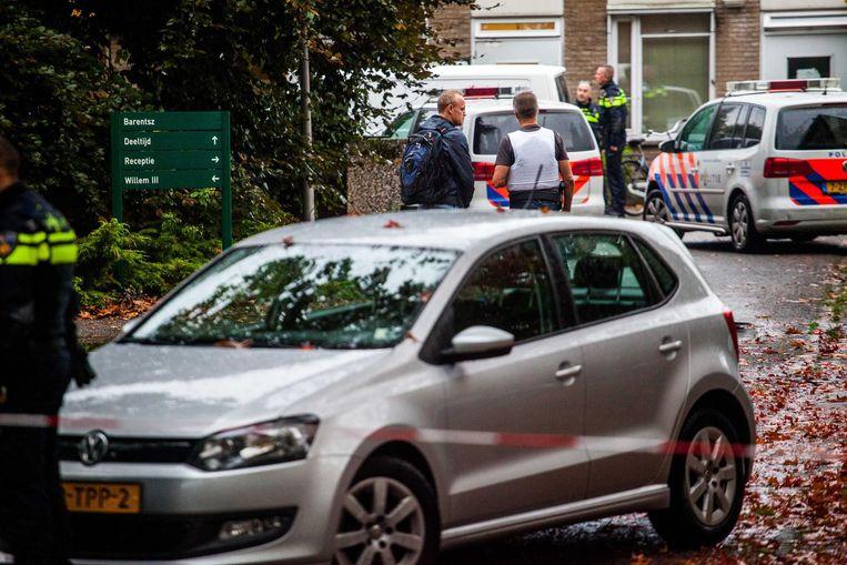 De politie heeft het gebied afgezet rond de forensisch psychiatrische kliniek.