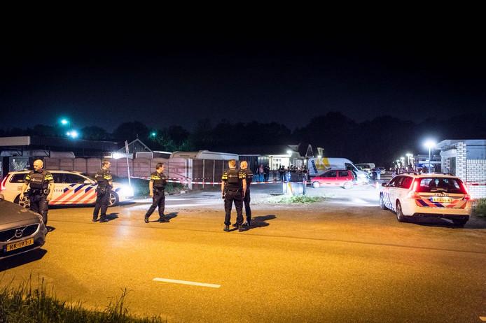 De politie doet onderzoek naar de schietpartij aan de Welschapsedijk.