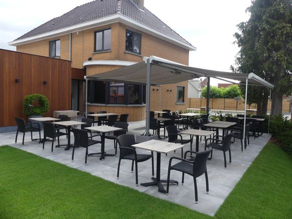 Het terras van restaurant Marron.