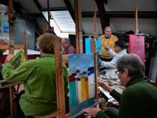 Rob Roág uit Oirschot geeft al vijftig jaar schilderles in Waalre