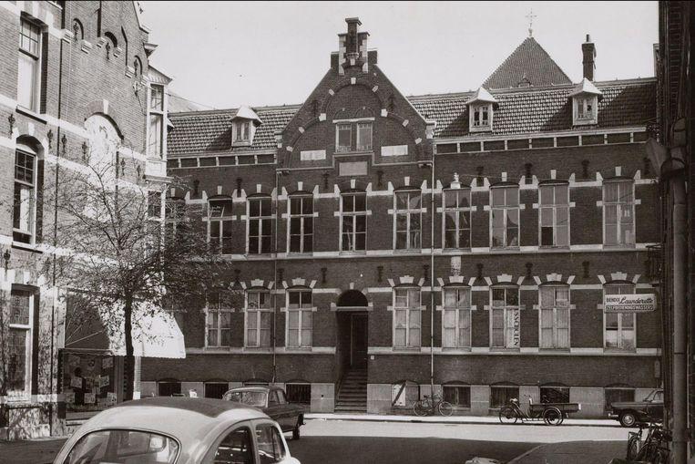 Banstraat 5-9, St. Jacobusscholen, gezien van Valeriusstraat. Beeld J.M Arsath Ro'is