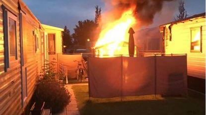Tuinhuisjes branden uit op camping, politie voorkomt erger