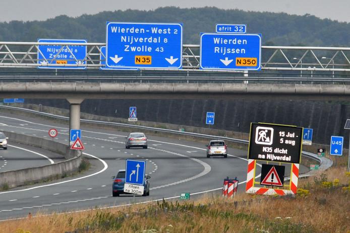 TT-2019-012066 - Wierden / Nijverdal -  In de hele regio wordt deze zomervakantie aan de weg gewerkt. We brengen de drie grootste knelpunten in beeld. De N35 tussen Nijverdal en Raalte gaat drie weken lang dicht  editie alle       Foto Carlo ter Ellen DTCT CTE20190712