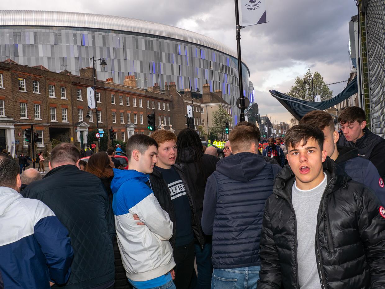 Spurs-fans bij hun nieuwe stadion. Beeld Getty Images