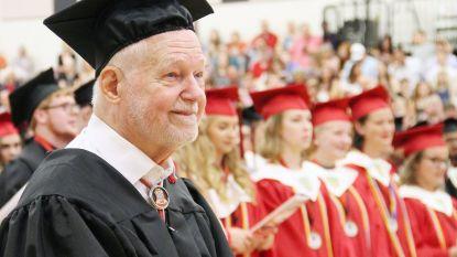 Oorlogsveteraan Robert (94) behaalt eindelijk zijn diploma middelbaar onderwijs