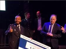 Rappende politieagent Dwight uit Utrecht wint publieksprijs Jonge Ambtenaar 2018