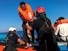 Noodsituatie Lampedusa door aankomst ruim zeshonderd migranten