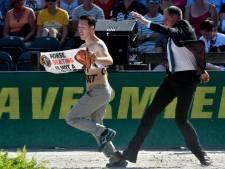 Verstoorder EK paardensport is bekende 'vegan streaker' Peter Janssen