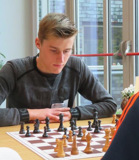 Lennard Duynkerke uit Yerseke (17) is nu al een volwassen schaker