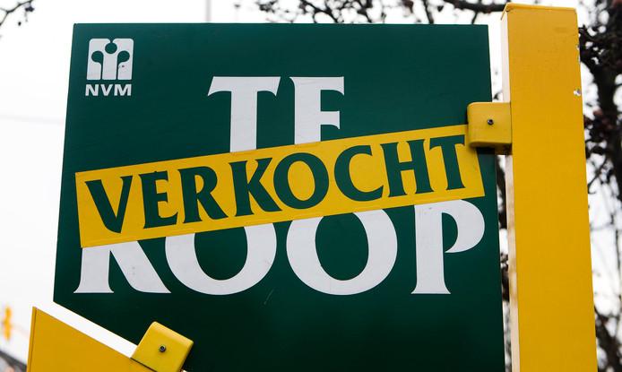 Huizenprijzen dalen licht in Amsterdam. Volgt de regio?