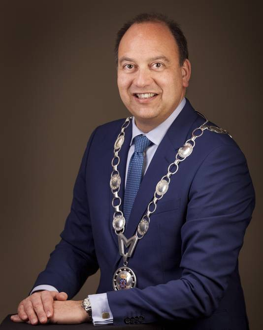 Burgemeester Peter de Baat.