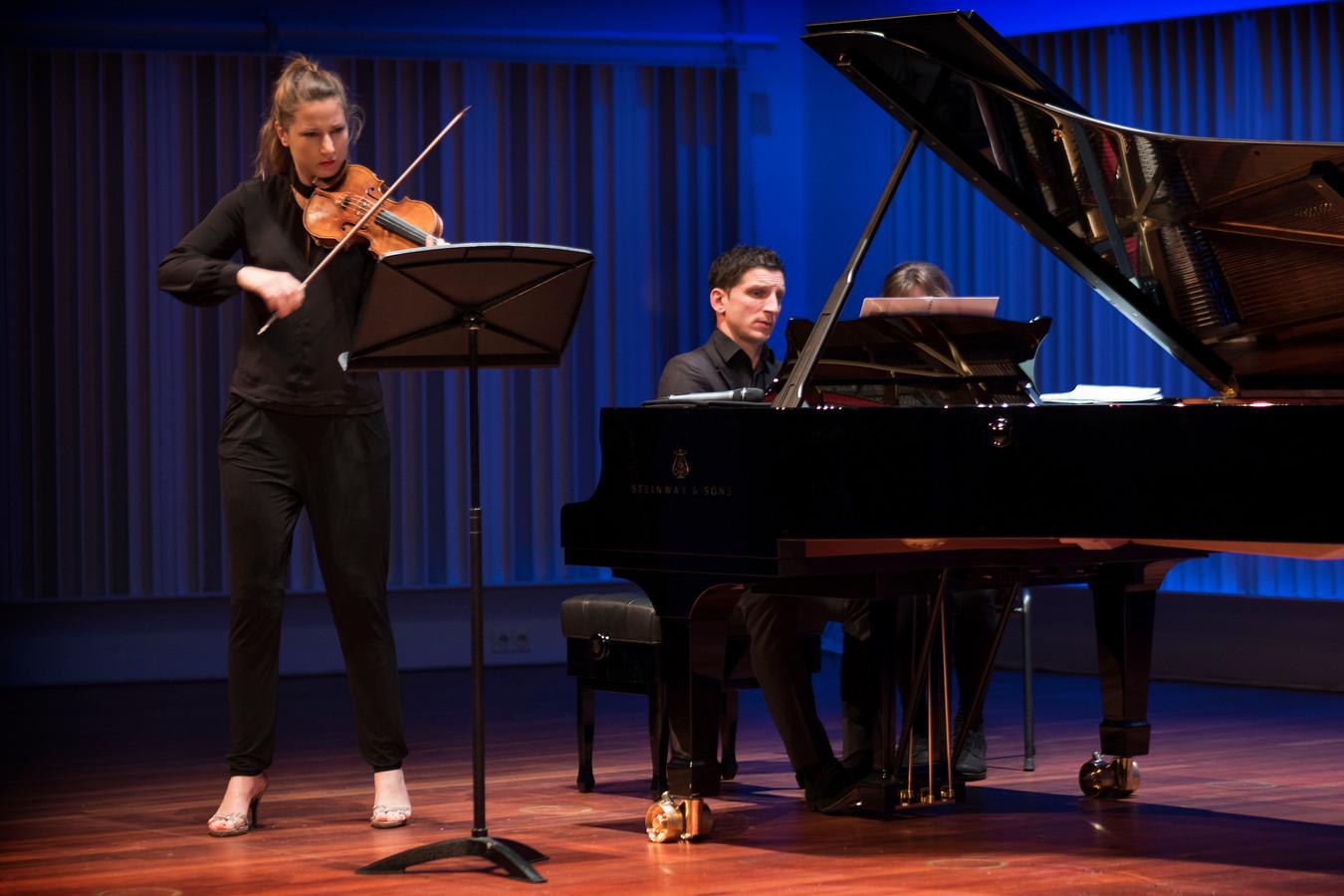 Optreden van Rosanne Philippens & Francois Lambret in het Muziekgebouw Eindhoven.