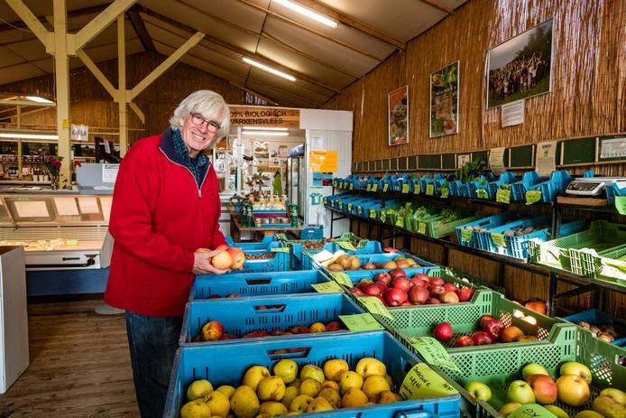 Gert Jan Jansen in de winkel van Hof van Twello.