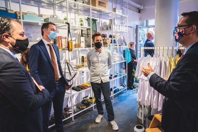 Alexander De Croo op bezoek bij Piet Moodshop
