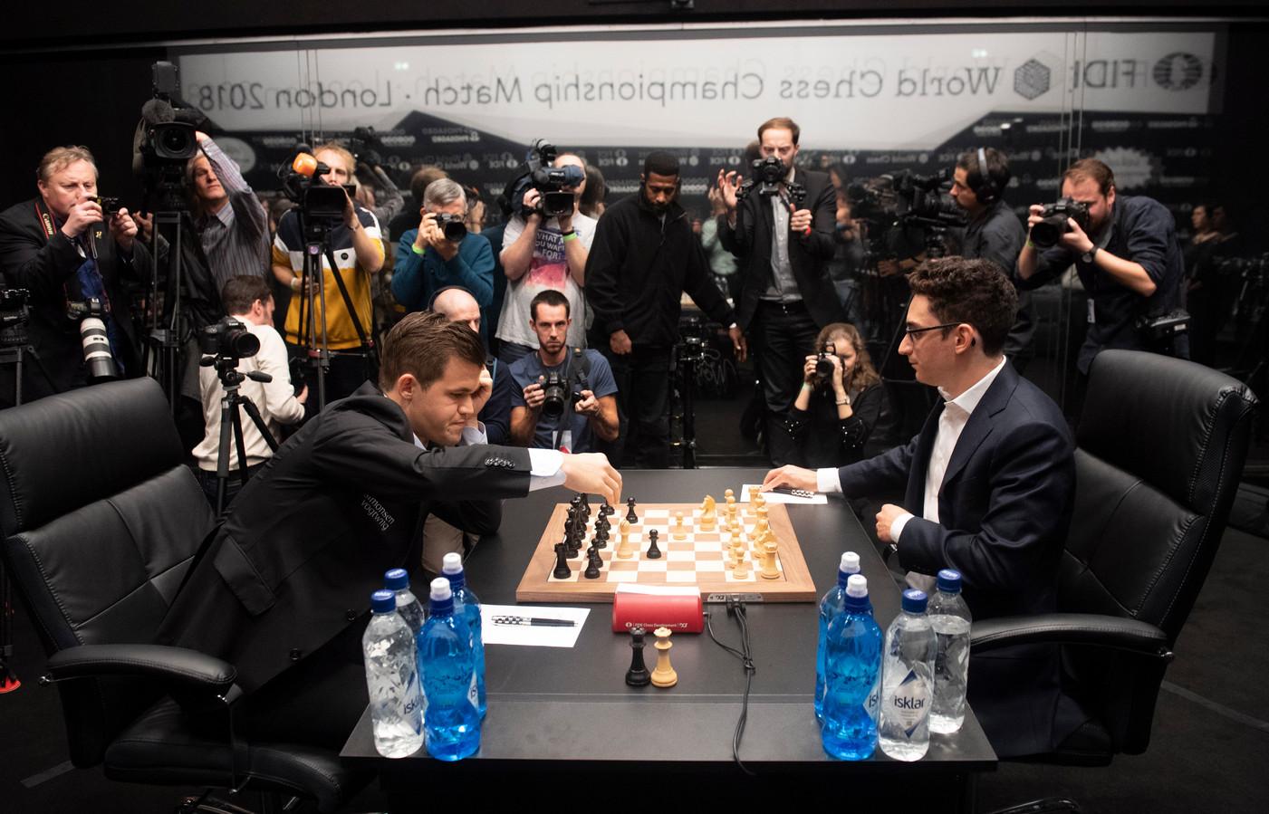Magnus Carlsen (links) en Fabiano Caruana