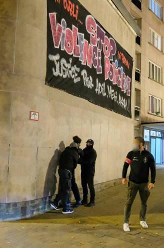 Onrust in Anderlecht: jongeren gooien stenen en brandbommen naar gemeentehuis, ook voertuig in brand gestoken