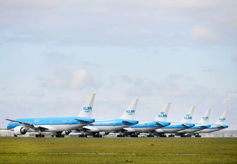 Geparkeerde vliegtuigen op Schiphol. Beeld REUTERS