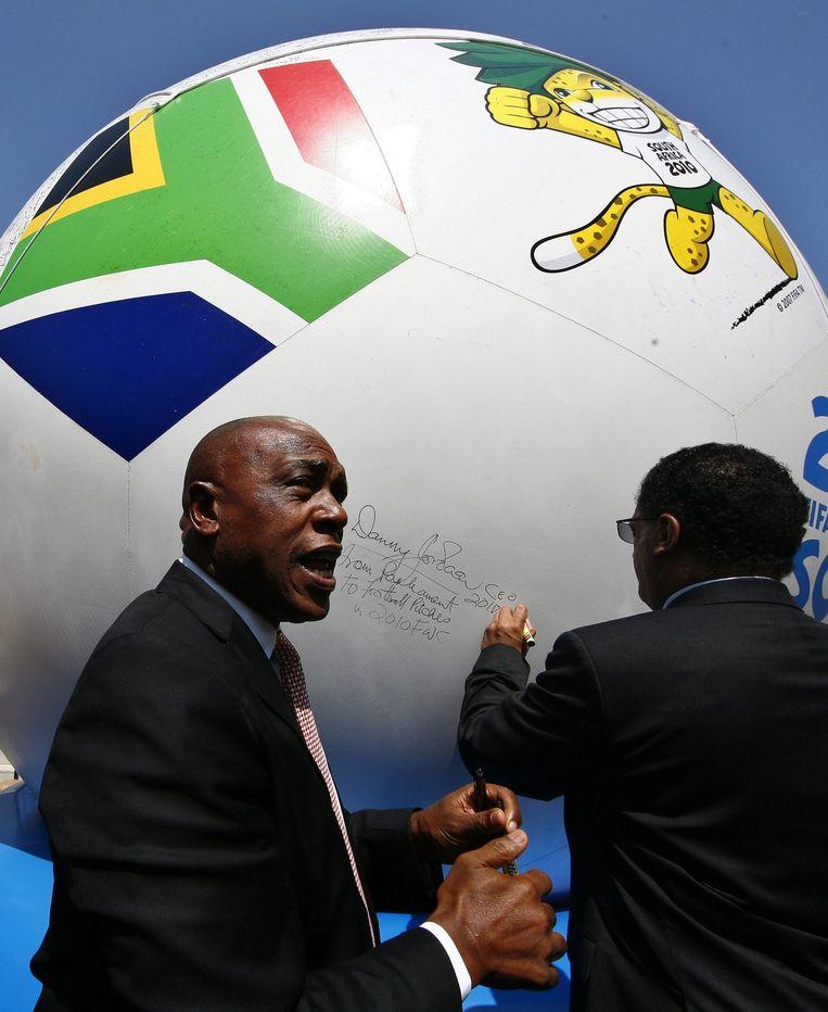 De Zuid-Afrikaan Tokyo Sexwale is ook kandidaat om FIFA-voorzitter te worden