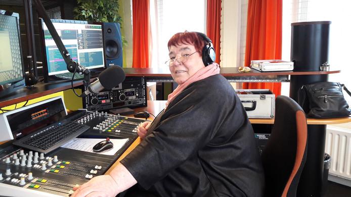 Marie-Louise Polane voor het laatst achter de knoppen met haar programma 'Local News'.