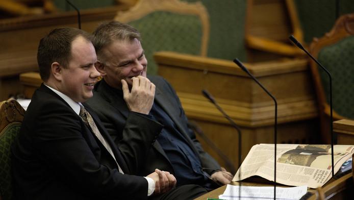 Martin Henriksen (gauche) et Christian Langballe du parti populaire danois Dansk Folkeparti, au parlement à Copenhague, le 26 janvier 2016.