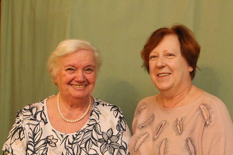 Agnes (links) en Marcelle (rechts) staan aan het hoofd van de stoet.