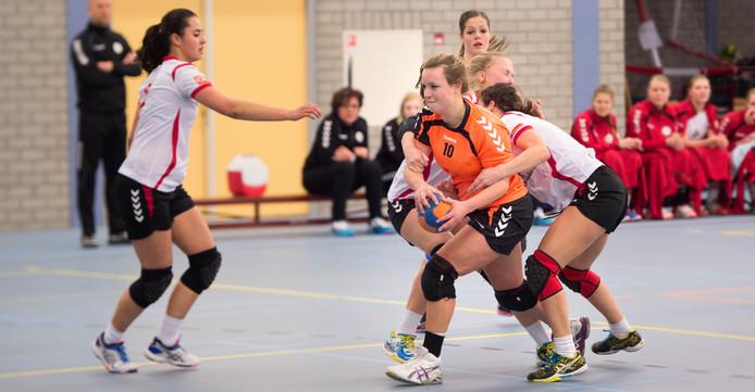 Karlijn Hoogveld scoorde tegen Overwetering precies de helft van alle Angerense doelpunten. Archieffoto Eveline van Elk