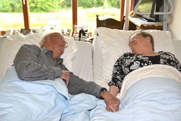 Door een koppelbed kunnen langdurig of ongeneeslijk zieke patiënten toch de nabijheid voelen van een dierbare. Sinds kort heeft ook Bravis ziekenhuis twee koppelbedden tot zijn beschikking.