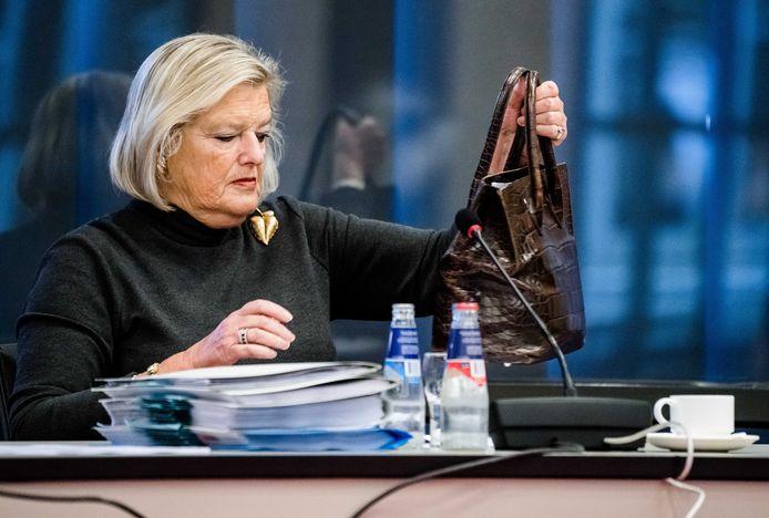 Staatssecretaris Ankie Broekers-Knol (Asiel) slaagt er niet in om de achterstallige asieldossiers op tijd weg te werken.