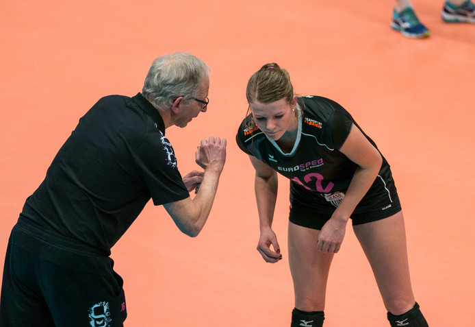 Rochelle Wopereis in gesprek met Eurosped-trainer Jan Berendsen.