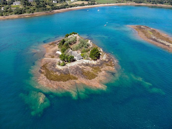 L'île de Roc'h ar Hon, près de l'archipel de Bréhat (Côtes-d'Armor, Bretagne)