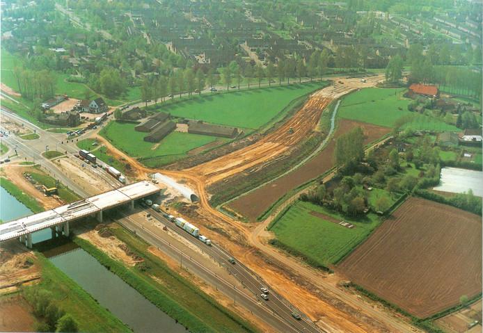 De Boxtelse afslag Peters Hoek (rechtsboven) ging in 1995 dicht omdat in 1996 de N2 werd omgevormd tot rijksweg A2.