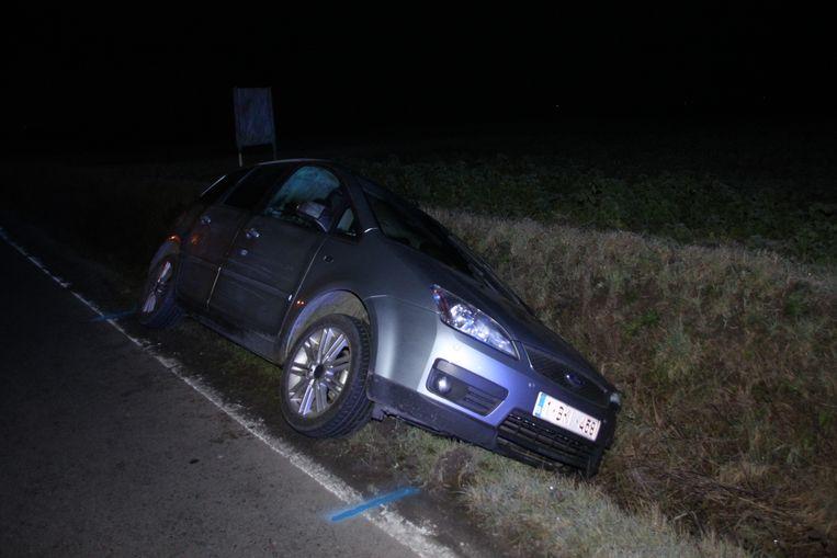 In Heestert belandde net voor middernacht een auto in de gracht.