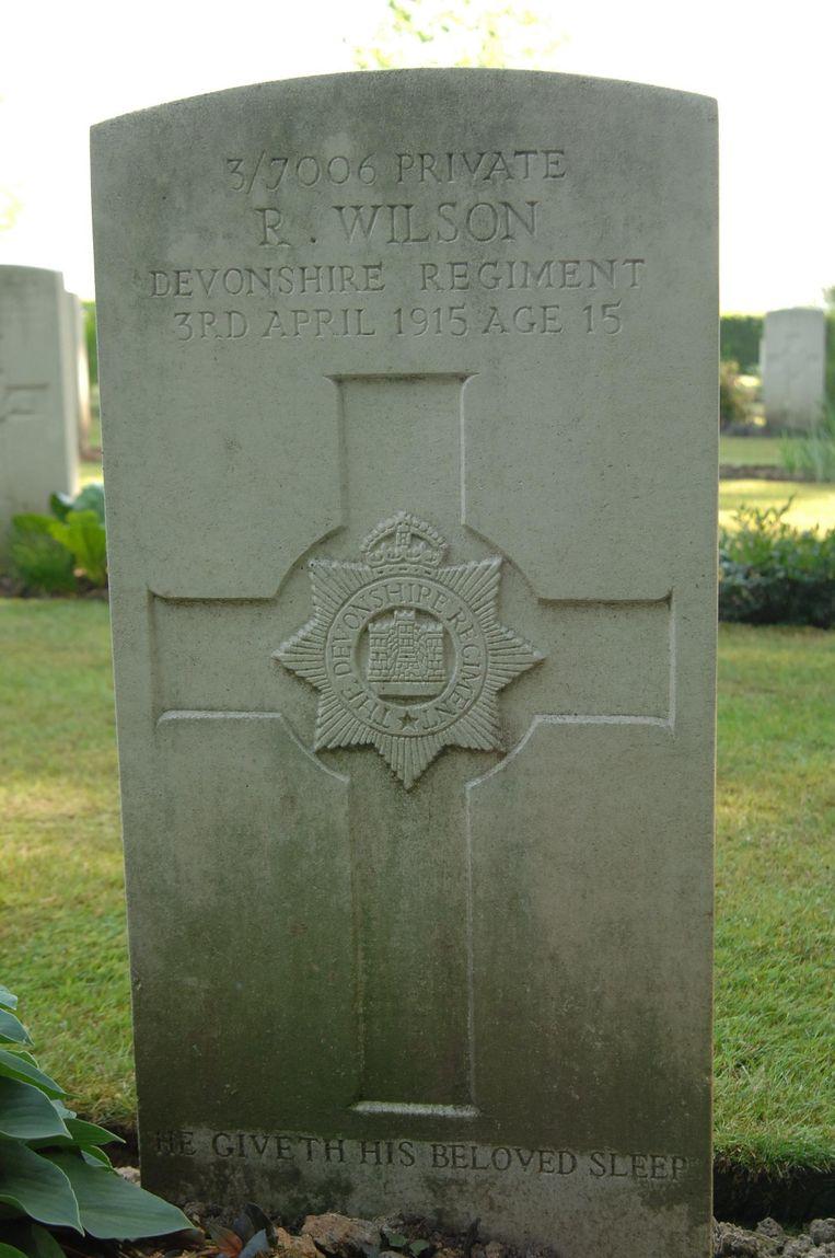 Het graf van Reginald Wilson op het Kemmel Château Military Cemetery.