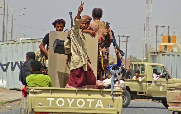 Overheidstroepen vechten in Hodeida tegen de Houthi-rebellen.