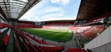 Kinderen gaan weer voetballen in maandenlang ongebruikt Philips Stadion
