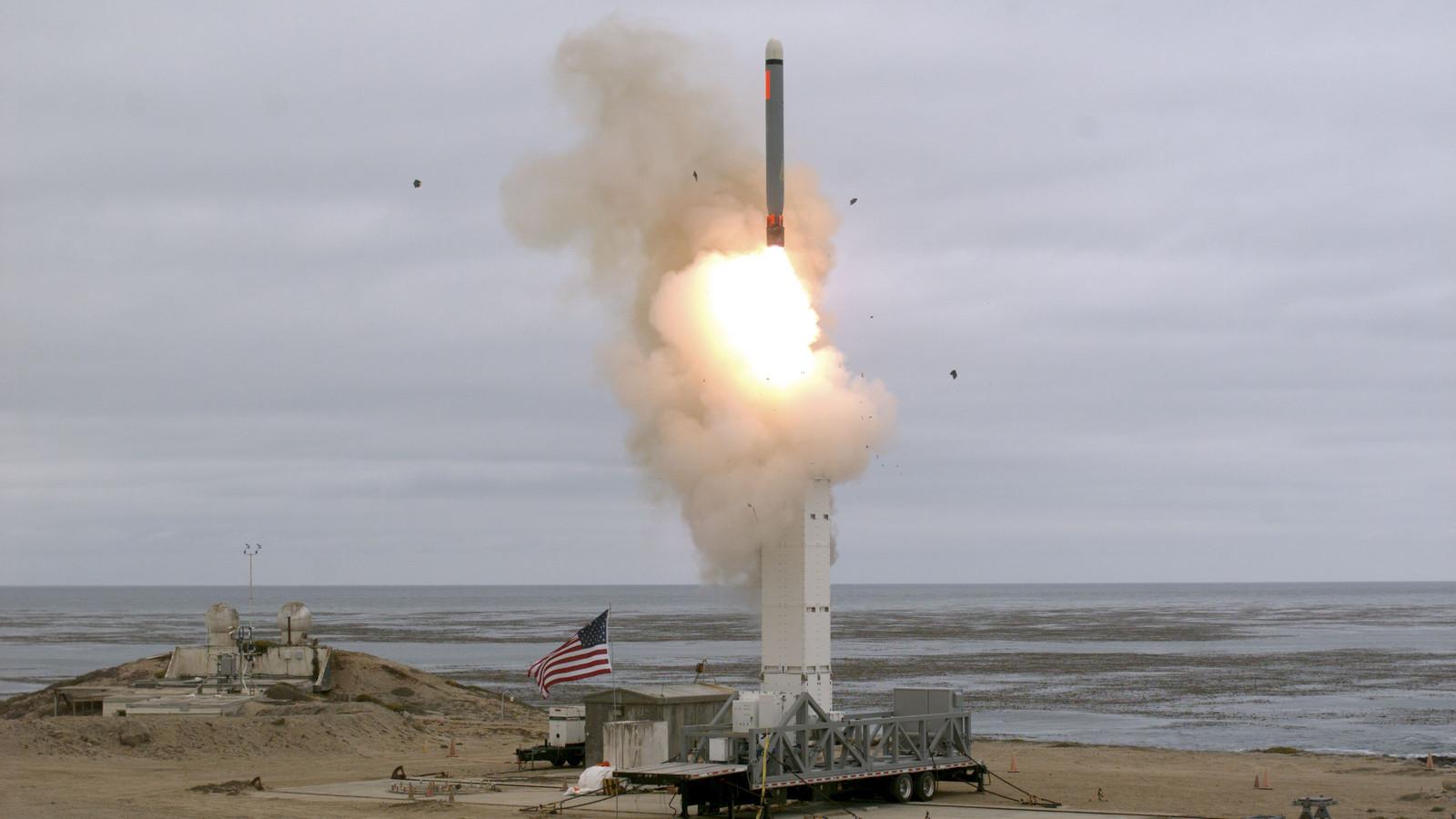 Amerikanen lanceren een raket op San Nicolas Island, Californië.