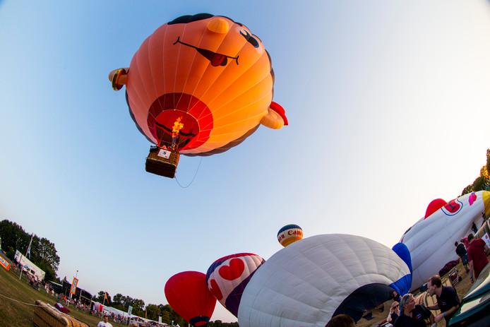 Het opstijgen van heteluchtballonnen is altijd een feestje, de landing is soms een ander verhaal. Zo'n landing kan schade aan het boerenland veroorzaken.