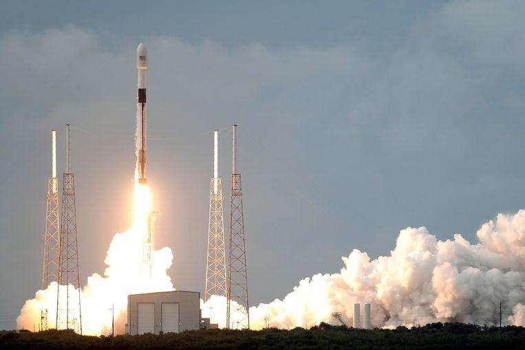 De lancering van de telecomsatelliet.