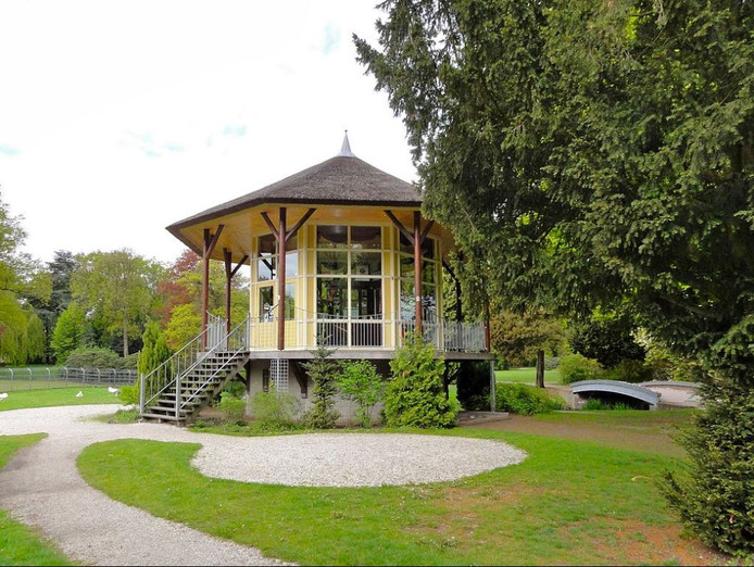 De theekoepel in Park Rams Woerthe in Steenwijk moet weer een horecabestemming krijgen.