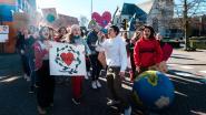 VIDEO. Sint-Jozefinstituut sluit klimaatweek af met mars door centrum én gesprek met burgemeester