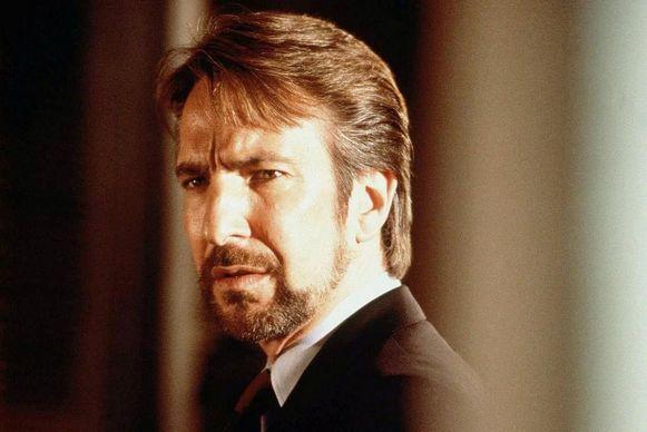 Alan Rickman als Duitse terrorist Hans Gruber in 'Die Hard'. Om het Duitse publiek niet op stang te jagen, werd hij in de Duitse versie een IRA-huurling.