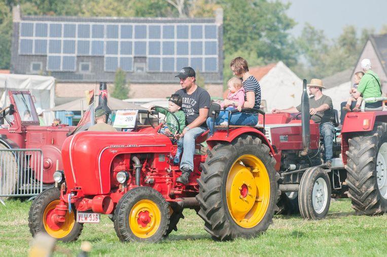 Een ritje maken met de tractor. Daar zeggen de kinderen geen neen tegen.