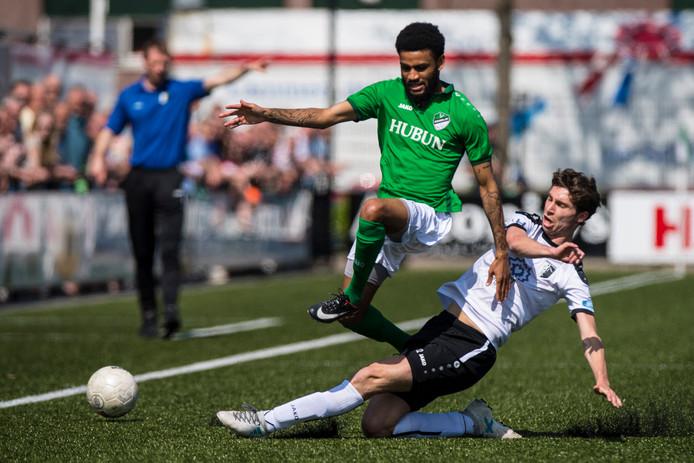 Deen van Embricqs, hier links nog in het shirt van Eemdijk, speelt volgend seizoen voor Maarssen.