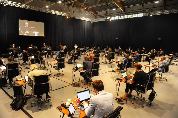 De Statenvergadering in Studio A58 deed denken aan een eindexamen in het voortgezet onderwijs