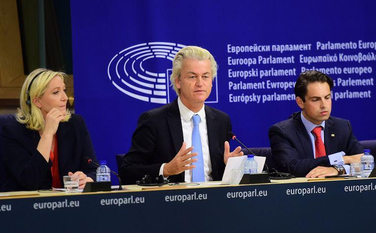 Marine Le Pen, Geert Wilders en Tom Van Grieken op de persconferentie vanmiddag.