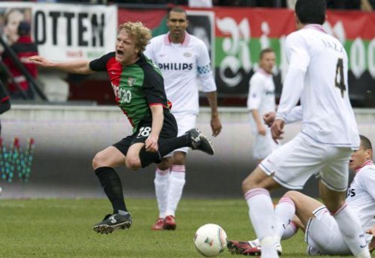 Bjorn Vleminckx (L) van NEC wordt onderuit gehaald in de wedstrijd tegen PSV. ANP Beeld